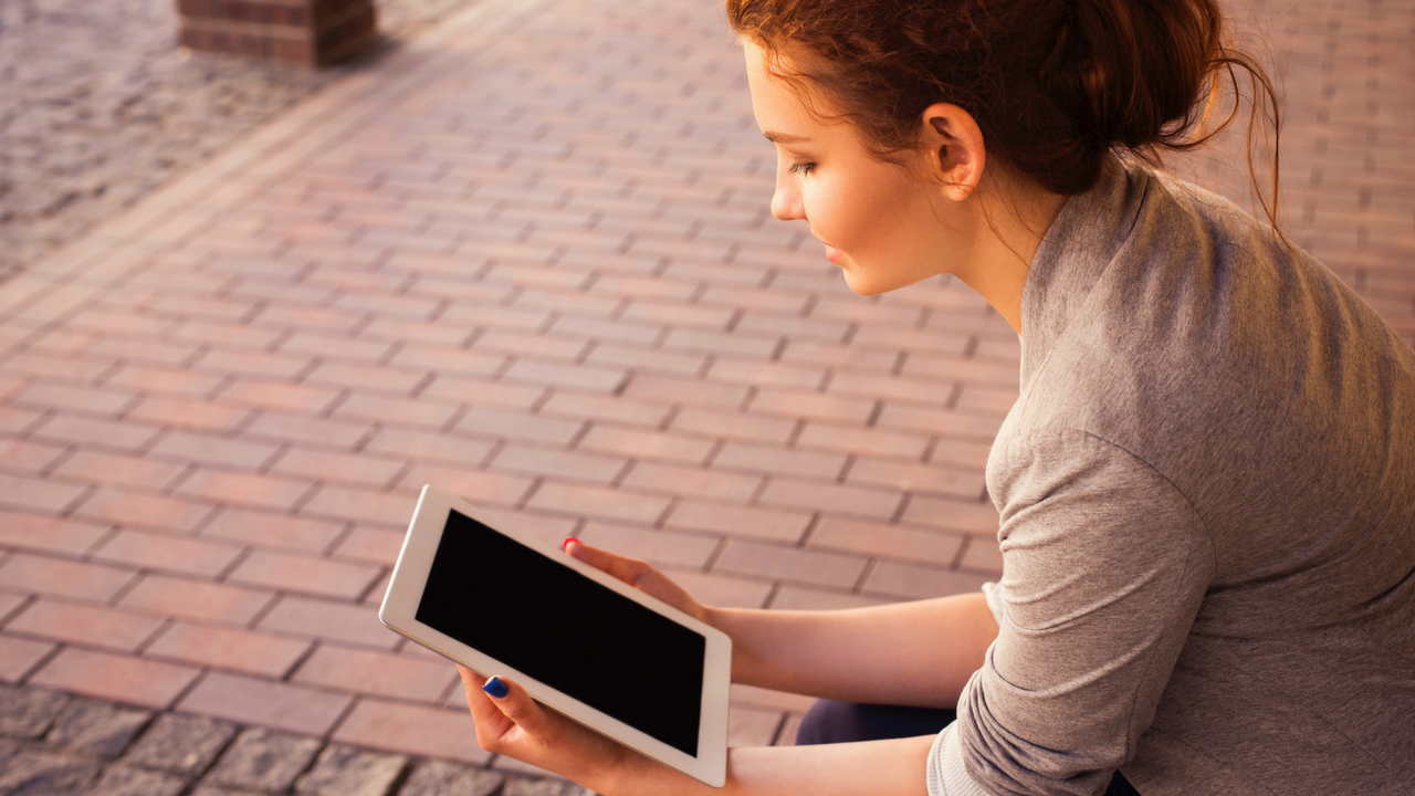 woman_reading_information_tablet.png